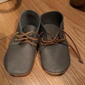 Ullaviggo Desert Boots in Stone- Size 6/7